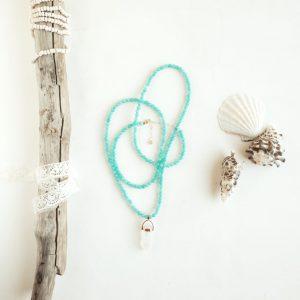 Collar Stella Sanyer con ágatas color agua y colgante cuarzo
