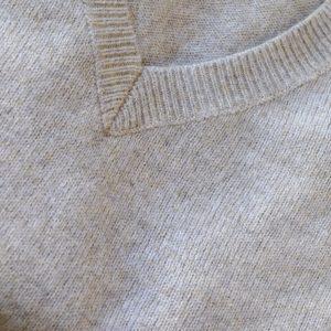 JERSEY gris cuello pico